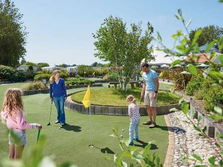 Minigolf at Haven Hopton Holiday Village