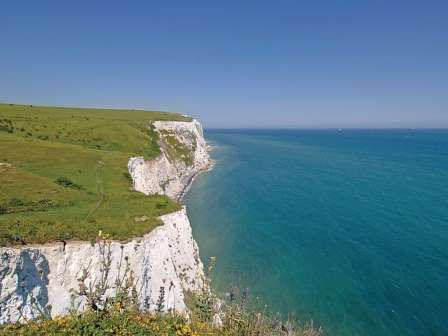 Cliffs and beaches near to St Margaret's Bay Holiday Park